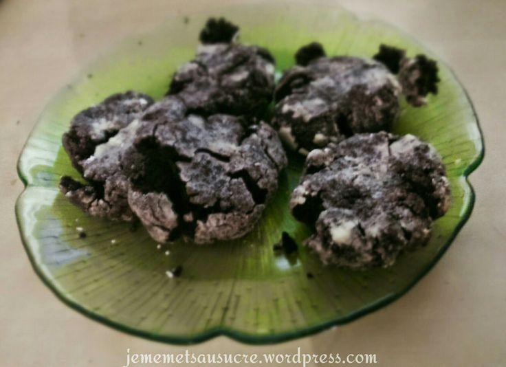 Coucou la toile !! Aujourd'hui une nouvelle recette de fonds de placards pour les nulles: les biscuits à la purée Mousline, à la façon des crinkles au chocolat !! C'est une tuerie, je vous assure ;...