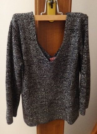 Kup mój przedmiot na #vintedpl http://www.vinted.pl/damska-odziez/swetry-z-dekoltem/16036510-sweter-ze-srebrna-nitka-duzy-dekolt