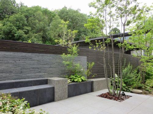 ガーデン施工事例 / 和風モダン、テラス デザイン、目隠し おしゃれ、オリジナルベンチ、庭 リフォーム