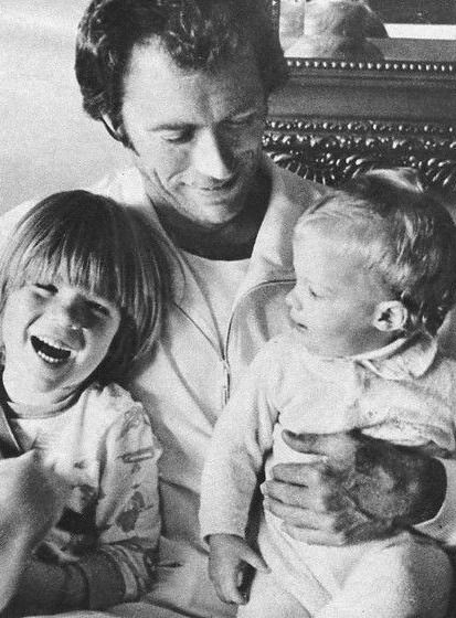clint-eastwood-photographed-with-his-kids
