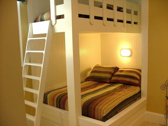 Built-in bunk bed that sleeps 3 :) | Dream Guest Room