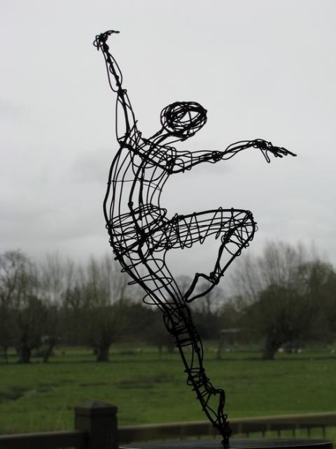 Ballerina on point — Wire — Sculptures — Martin Wright, Artist