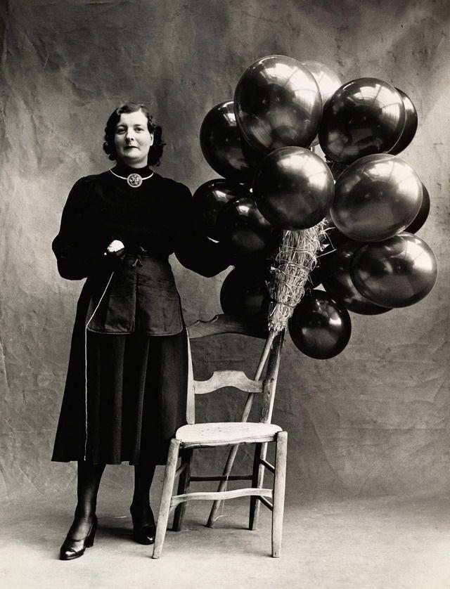 Irving Penn, Marchande de Ballons, Paris, 1950.