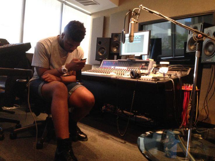 23.Feb. 1, LA:  Writer, producer, singer extraordinaire MNEK reviewing some lyrics in his room at Capitol Studios 2