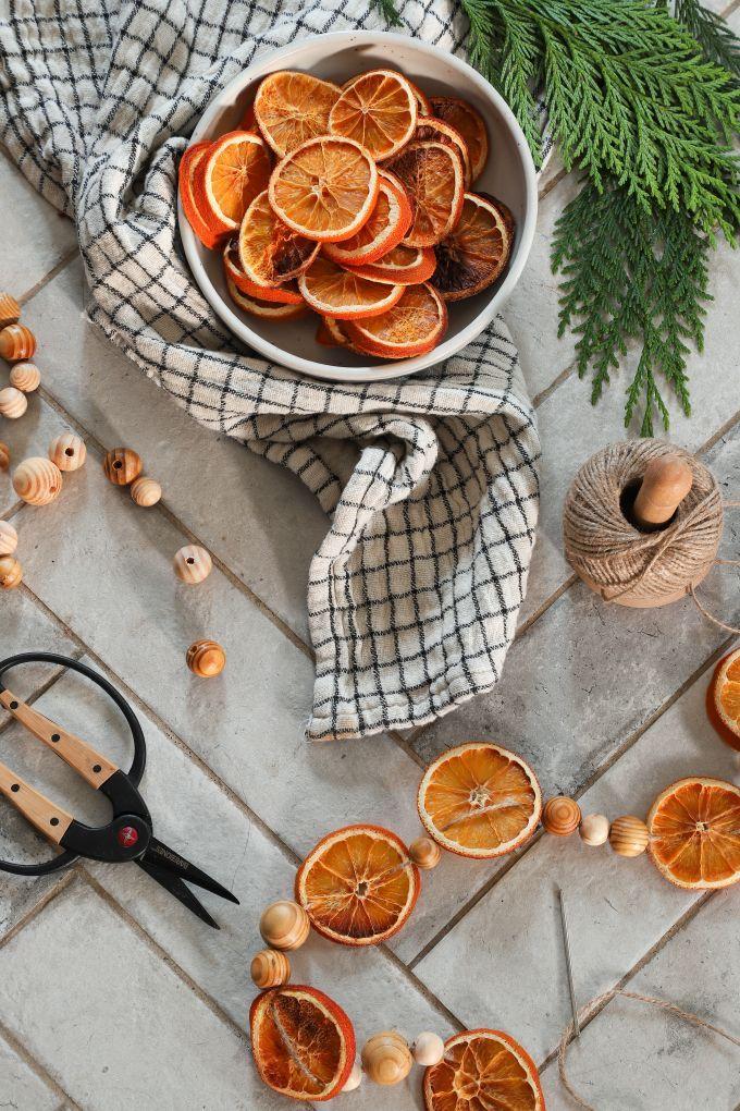 » MY DIY Dried Orange Ornaments & Garland Orange