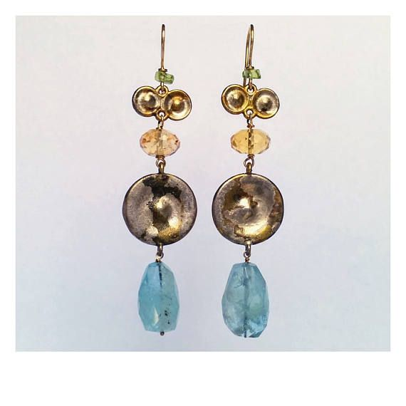 Orecchini MINERVA : acquamarina, quarzo citrino, peridoto. Ami e legature pietre in oro giallo 18k massiccio, borchie in ottone ossidato.
