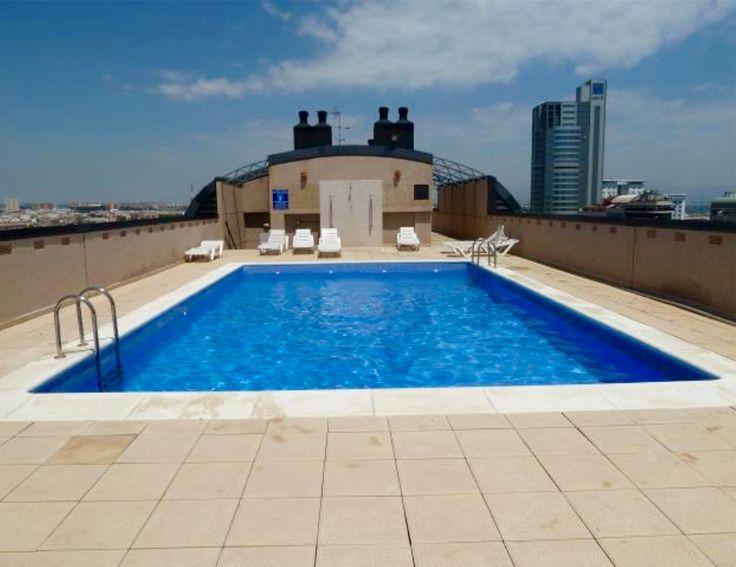 Descubre las vistas de este estupendo piso en Palacio de congresos con piscina, garaje y dos habitaciones junto a una de las mejores zonas de Valencia.