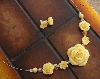 Cobre rosa flor encanto pulsera hecha a mano de arcilla polimérica - romántico - pulsera rosa - cadena y abalorios - joyas para novia - boda  Flor color de rosa cobre pulsera hecha a mano de arcilla polimérica de cobre. Una hermosa rosa pulsera para un momento especial o una persona.  Tamaño: Encanto de flor de rosa es de 1,7 cm y pulsera mide 19 cm de largo.  Pulsera flor color de rosa en una configuración con una variedad de cuentas de vidrio y metal. Encanto rosa tiene mate acabado y…