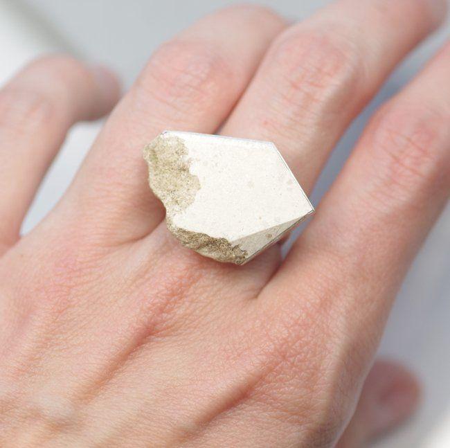 JURA - pierścionek ze skały wapiennej (sprzedawca: Maszyneria), do kupienia w DecoBazaar.com