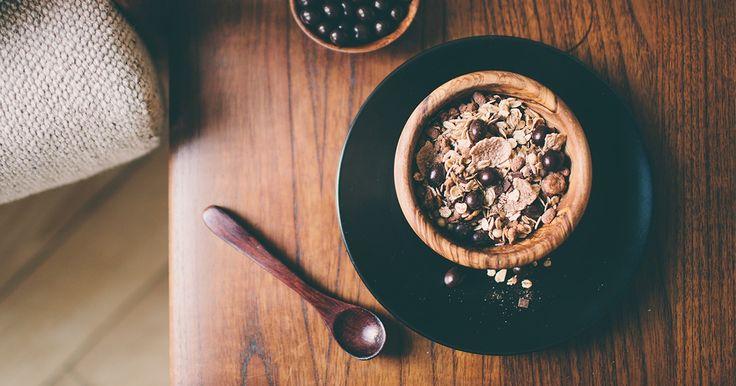 Schokolierte Espressobohnen und Espressopulver zusammen mit knusprigen Kaffee-Crunchy machen unser Espresso-Müsli zu einem Schokoladig-süßen Wachmacher