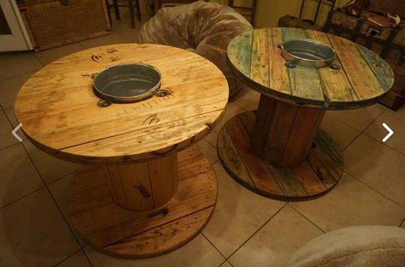 Restored wire wooden spool table. It comes with a galvanized pale. Perfect for any occasion, interior or exterior.