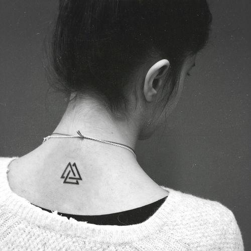 1000 id es sur le th me tatouages triangle sur pinterest. Black Bedroom Furniture Sets. Home Design Ideas