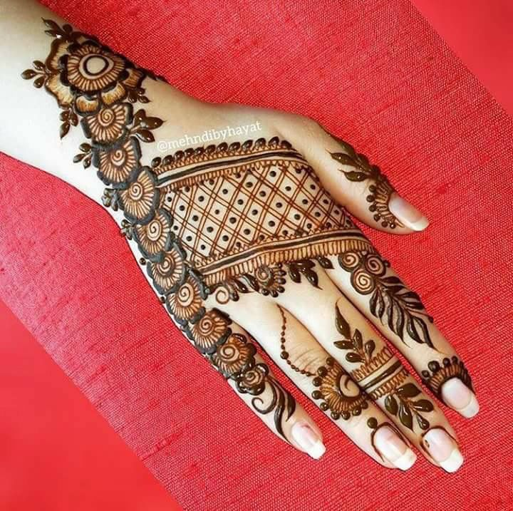 Nice combo of veil and bands for mehendi design