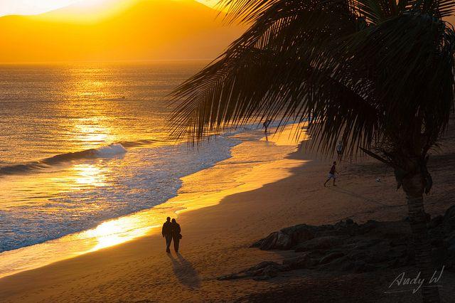 Playa Grande a contraluz - Puerto del Carmen, Lanzarote | Flickr: Intercambio de fotos