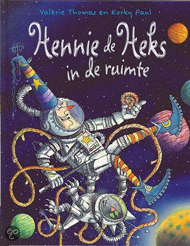 De avonturen van Hennie de Heks en haar kat Helmer zijn echt leuk! Eerder heb ik ze voorgelezen aan Maximiliaan, nu ligt er eentje op het nachtkastje van Kazimir (voorjaar 2014)...
