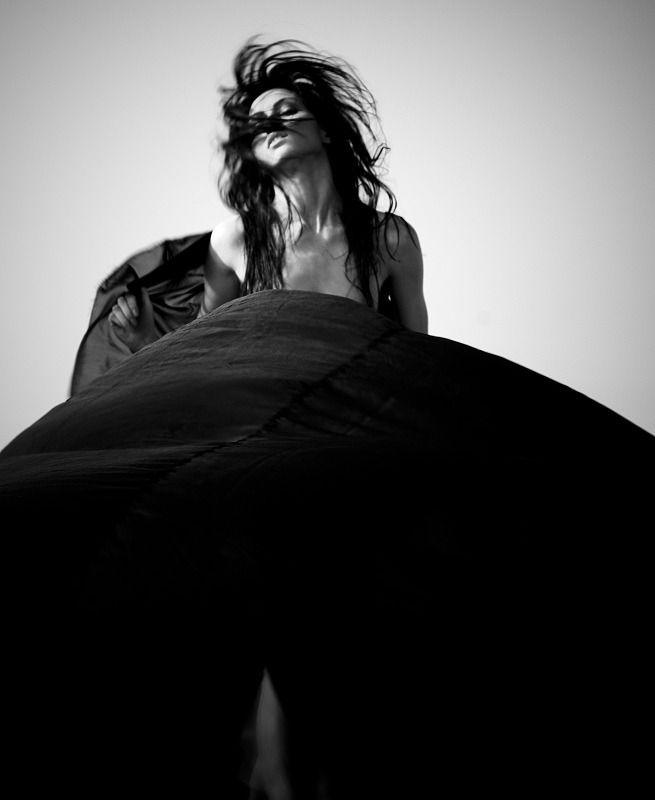 """il-vaso-di-pandora-blog: """" Vestita di brividi ed emozioni vago in un mondo che non sa vedere e … sorrido. PandorA (LS) """""""