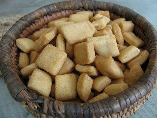 Chin Chin is a fried snack popular in West Africa. It is a sweet, hard, donut-like baked or fried dough of wheat flour, eggs, and other customary baking items. Chin chin may also contain cowpeas. Many people also bake it with ground nutmeg for flavor. It is usually kneaded and cut into small squares of 1 square inch or so, about a quarter of an inch thick, before frying.