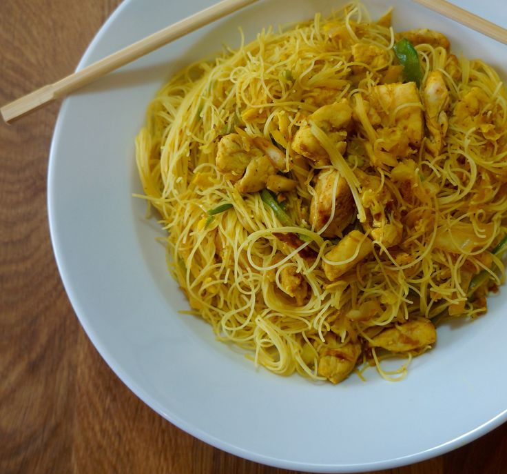 Chicken Curry Singapore Noodles - FlavorFinds.com