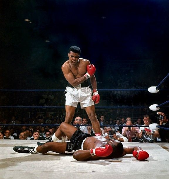 one of the best pictures in sports history of one of the greatest athletes