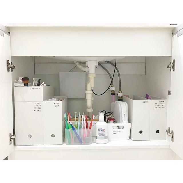 子どもたちにも取りやすい 洗面台下に歯ブラシ立てのボックスを 収納するスペースがあります。 ・ 使う時は ボックスごと出します。 ・ 我が家の歯ブラシ事情 終了です。 * #無印良品 #歯ブラシスタンド #洗面台下収納 #洗面台 #ka_nago洗面所