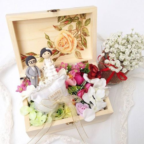Foto souvenir & gift pernikahan oleh Fashion Pillow Weds