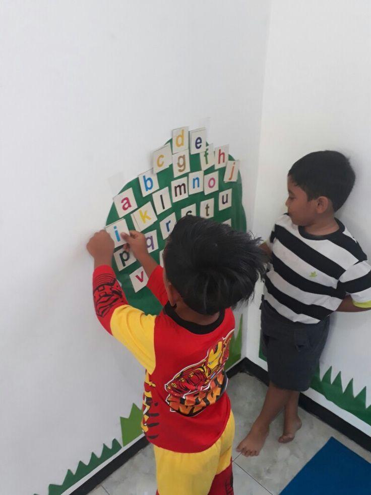 belajar mengenal huruf dengan pohon huruf