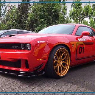 Die Tuningschmiede Prior Design hat den #Dodge Challenger SRT Hellcat auf satte 900 PS aufgemotzt. Mit 900 PS loten die Profi-Tuner die Grenzen der Höllenkatze voll aus: Der #V8 im Bug kriegt volle Mütze Luft vom Kompressor ab. 30.000 Liter in der Minute treffen auf 6,2 Liter Hubraum. Euer David von der www.tue-taunus.de #AutoErlebniswelt #TüTaunus #Tuning