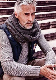 ダウンベスト×タートルネックセーターの着こなし【60代男性】(メンズ)   Italy Web