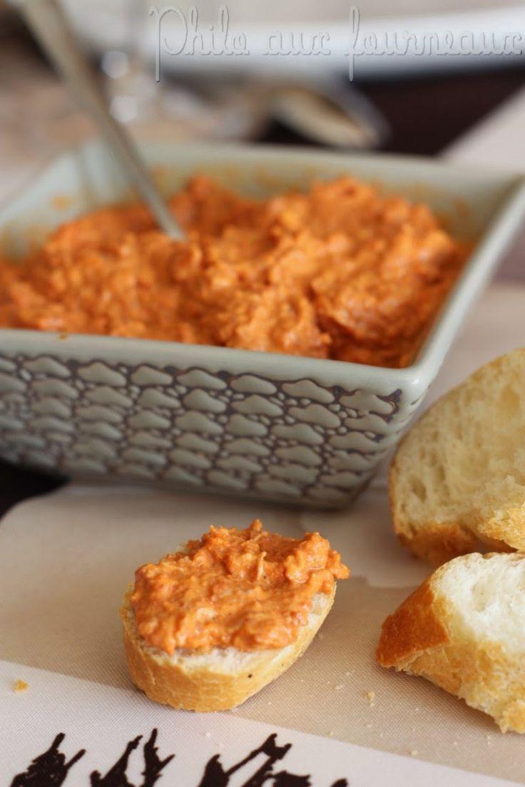 Ingrédients pour environ 6 personnes : - 100 g de chorizo doux - 50 g de fromage de type Saint Morêt ou Philadelphia - 1 cuillère à soupe de concentré de tomates - 100 ml d'eau