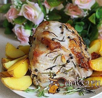 Запеченная свиная корейка с картофелем в маринаде из лимона
