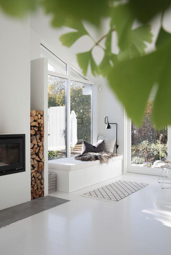 Lignende løsning kan du lage ved å bruke Ikeaskap. Fire skap á B 60, H 40 og D 60fra Ikeas kjøkkenserie Metod kan benyttes.