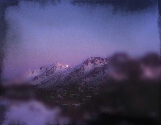 Fullmåne over fjellet. Storfjord, Vestvågøy.