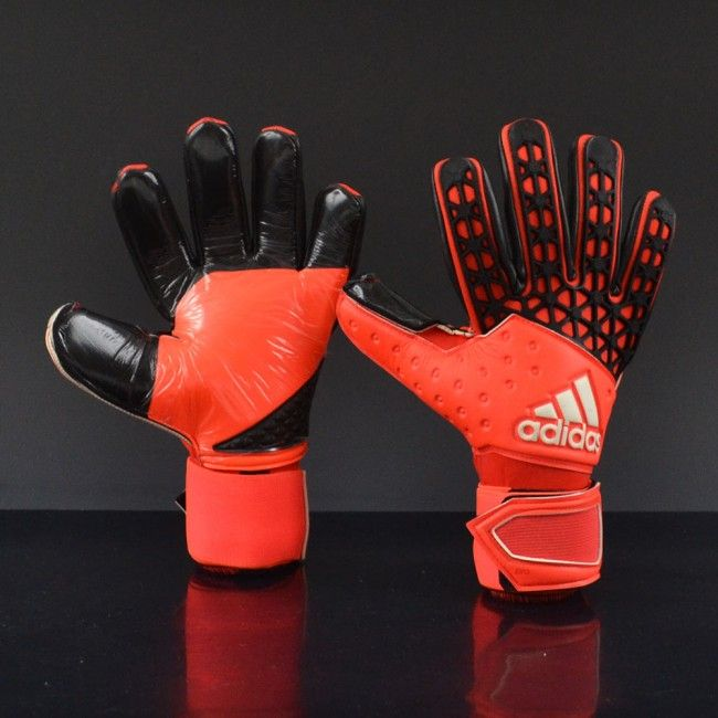 Adidas take their 2016 goalkeeper glove range to a whole new level as the world's best selling keeper gloves just get better and better, the introduction of the all new Ace collection sees the Adidas Zones Pro have a facelift. The new Zones gloves have been developed with Adidas's top goalkeeper assests. These gloves benefit from top technological innovations and technologies including a new seamless touch cut and Evozones which allows the Nova foam to be layered and not stitched this…