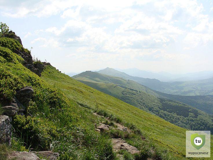 Połonina Wetlińska widok na Chatkę Puchatka i Połoninę Caryńską
