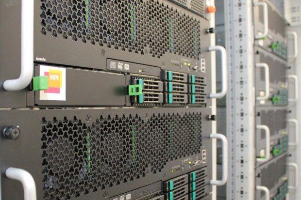 """Rechenzentrum am HPI: """"Eine Faustregel besagt, dass die Datenbanktechnologie bis zu 1000 Mal schneller arbeitet"""", sagt Christoph Meinel, Direktor Hasso-Plattner-Institut"""