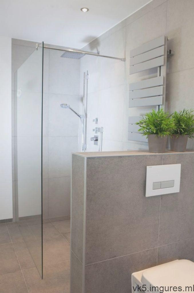 Douche A L Italienne Avec Cloison En Verre Et Doublure Mi Hauteur En Brique Walk In Shower Shower Tops Designs