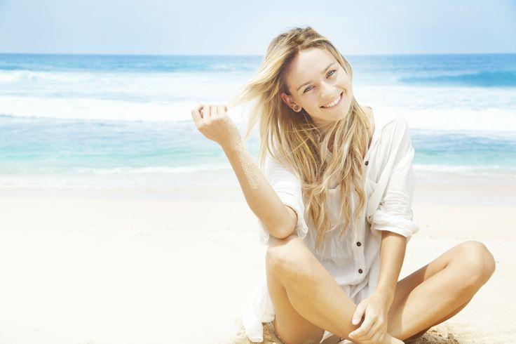 Summer time!Sole, spiaggia, piscina…e ancora sole.Con l'arrivo dell'estate è estremamente importante aver cura non solo della pelle, ma anche dei capelli, dato che in questo periodo dell'anno i raggi UV sono più forti e più dannosi. Spesso l'esposizione al sole dei capelli passa inosservata. Senz'altro anche solo per il fatto di passeggiare per la strada …