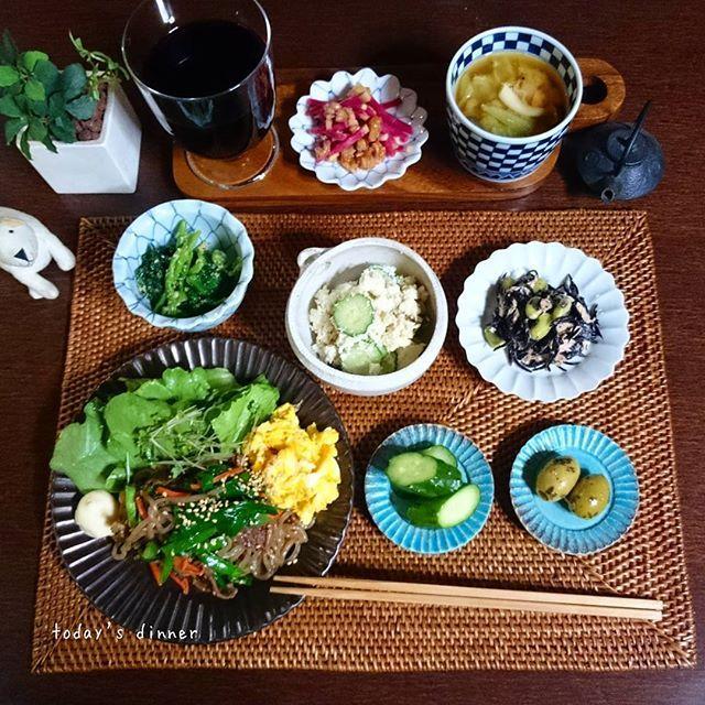 sasamiwatch一口チマチマ盛りにハマり中の本日の晩ごはん。 . *シラタキでチャプチェ風 (牛肉、ニラ、ピーマン、葉ネギ、胡麻、人参少々)…