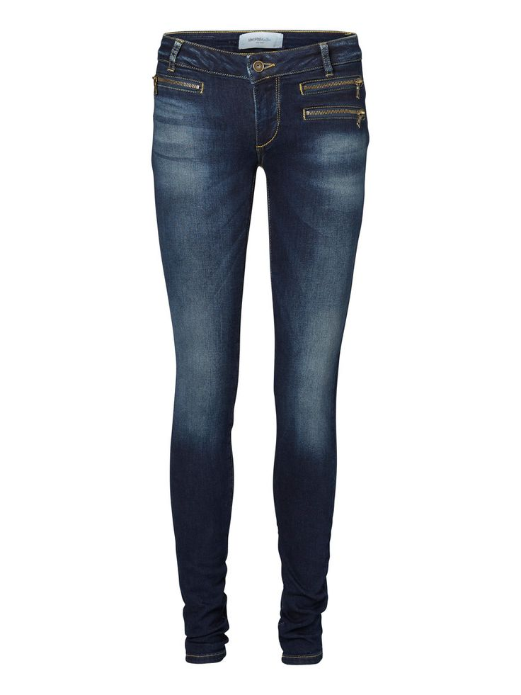 Skinny fit jeans from VERO MODA. Wear these with your fave party top and add a statement necklace for a glittery touch.