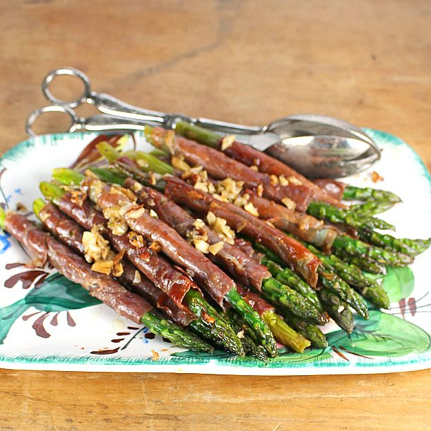 Asparagus with Crispy Garlic Prosciutto Simple and hearty way to enjoy ...