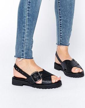 ASOS – FLAXMAN – Klobige Sandalen mit überkreuzten Schnallenriemen