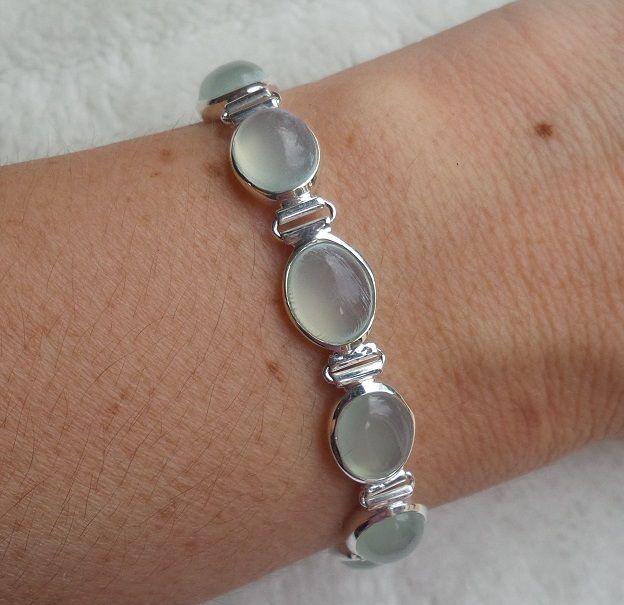 http://www.zilverenedelsteensieraden.nl/Zilveren-Edelsteen-Armbanden/Zilveren-armband-gezet-met-ovale-aqua-Chalcedoon-schakels/flypage.pbv.v3.tpl.html