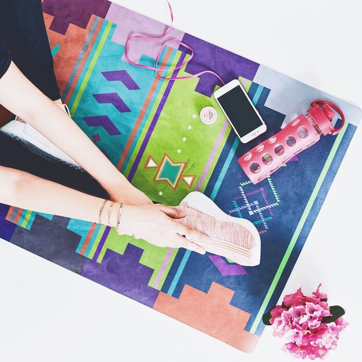 Get your stretch on! Our Turkish Kilim mat is sure to brighten up any dull day ☀️😉 #YRliving #yoginirepublic