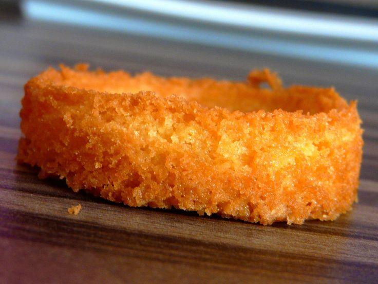 Sablés Bretons   Christophe FELDER    -       : 3 jaunes œuf / 130 gr.  suc / 150 gr.  beurre mou / 200 gr.  farine  /                                  1 c à c sel fin / 1 sac  levure chimique   -     Verse jaune œuf et suc dans  récipient,  fouette jusqu'à obtient 1 mousse blanchâtre.  Ajouter  beurre ramolli,  mélange à l'aide spatule .  Prép homogène, met farine  ,  sel puis levure . Mélange pâte  homogène.  Frigo 2 h dans film alimentaire  l   180°  -  Etale 5/6 mm découpe 20 mn