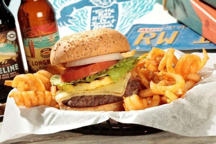 """¿Sabías que McDonadls alguna vez ofreció un Sandwich de Piña a la Parrilla llamada """"Hula Burger"""" la cual no alcanzo el éxito esperado y fue removida del menú al poco tiempo de ser lanzada? #goodphotogood #foodporn #mcdonalds #food #"""