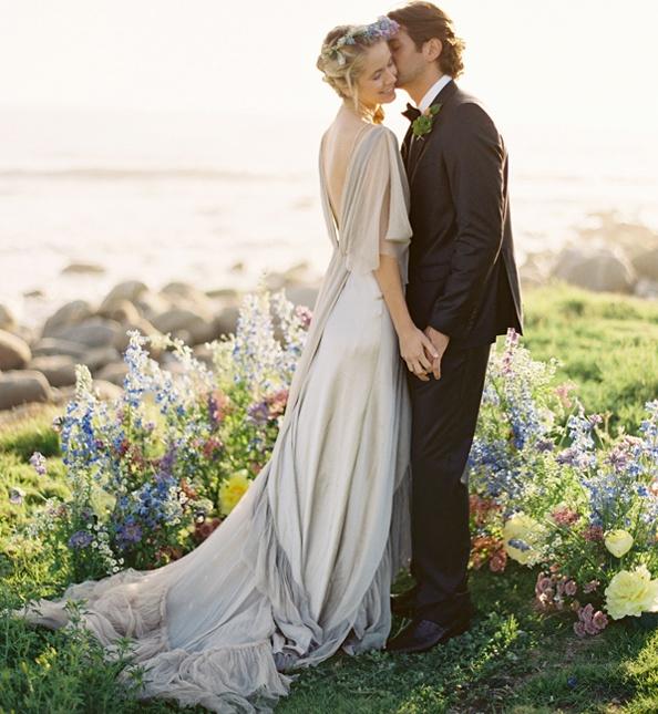 Pastel kleuren en wilde bloemen werken altijd goed bij een natuurlijke bruiloft...