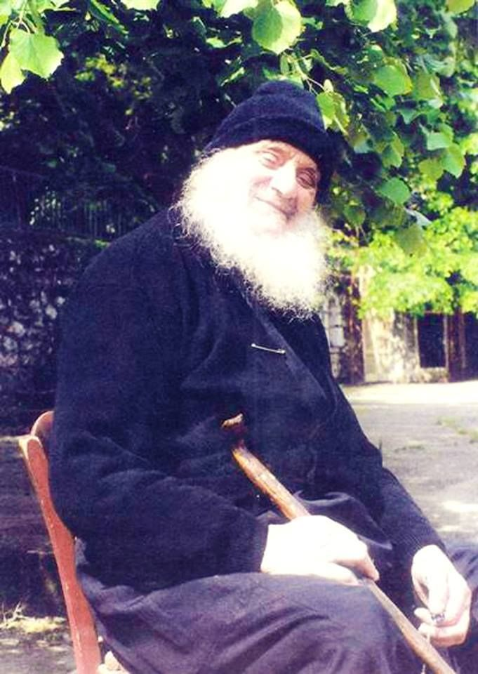 Πνευματικοί Λόγοι: Γέρων Αμβρόσιος Λάζαρης: «Δεν αξίζει για τίποτα στ...