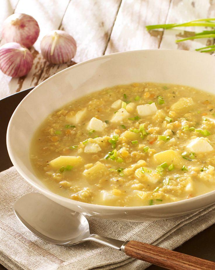 Warme Suppe mit Mandeln, Schafkäse und Linsen