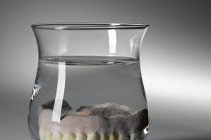 Cómo pegar dentaduras postizas quebradas | Muy Fitness