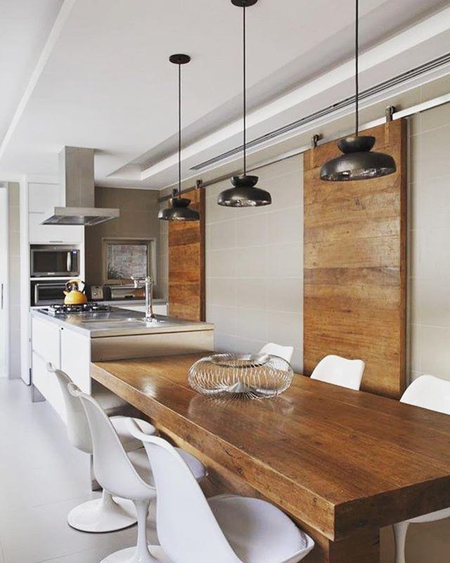 Espaço Gourmet Para Inspirar ✨ Madeira Rústica Contrasta Com Cadeiras E  Pendentes Modernos ótimo Ambiente Para. Art DesignsKitchen DiningDining ... Part 59